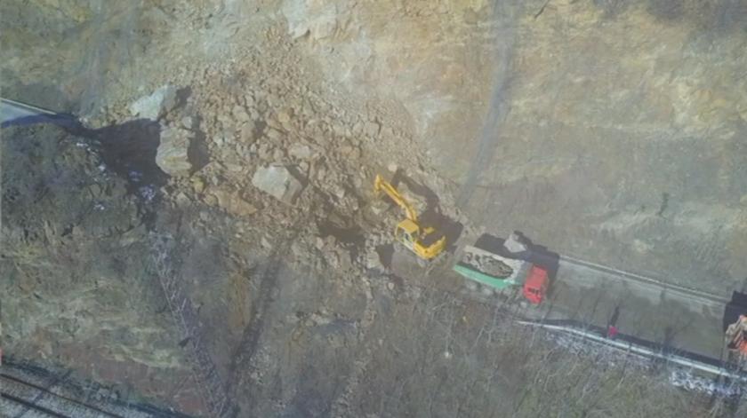 Огромно срутване на скална маса в Искърското дефиле до село Елисейна