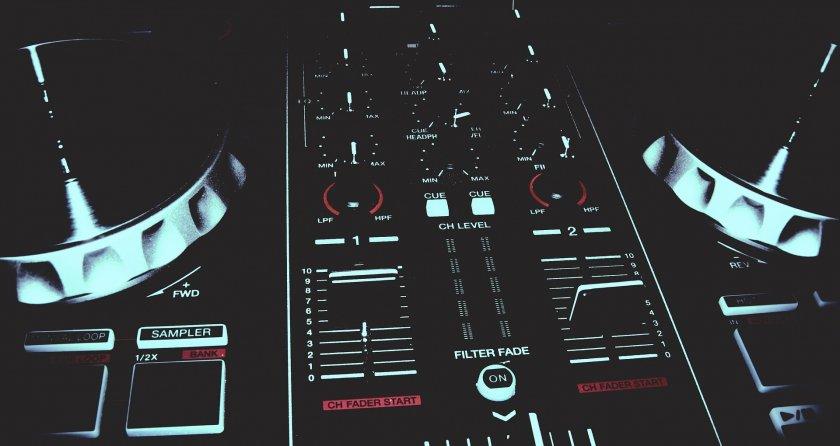 Как да работим със софтуерният музикален миксер Serato