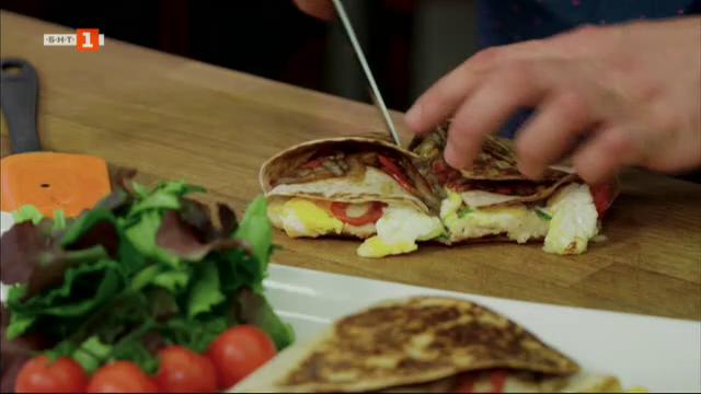 Сандвич с карамелизиран лук и крем от боб и лазаня с коприва и бяло сирене