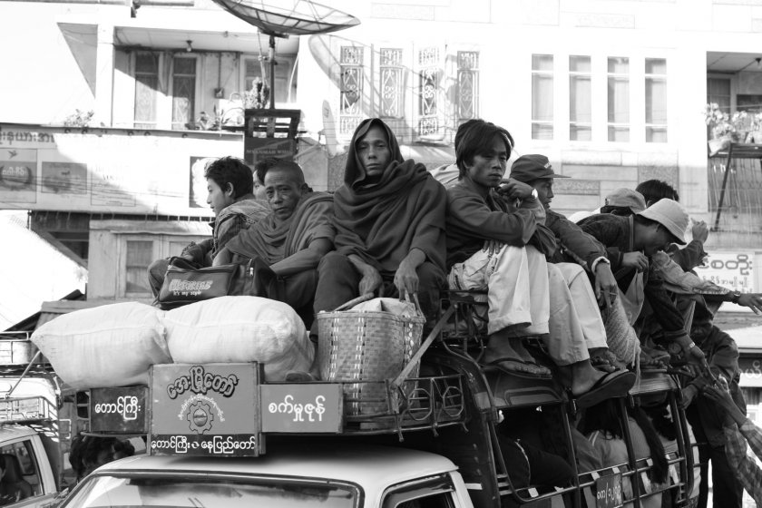 Мианмар - лицата на хората отвъд протестите