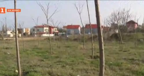 """Жители на квартал """"Галата"""" превръщат бивше депо за отпадъци в парк"""