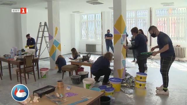 Доброволци създават пространство за срещи и събития за хората с увреден слух