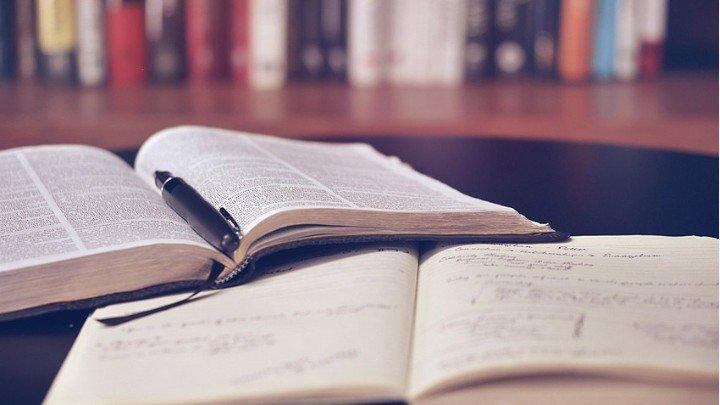 """За осми пореден път фондация """"Стоил Куцев-Даскала"""" връчи традиционните си литературни награди"""
