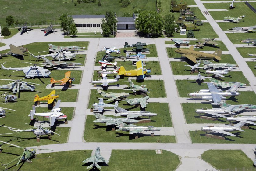 Най-интересните експонати в музея на авиацията в Крумово и Авиокосмическия парк в Омуртаг