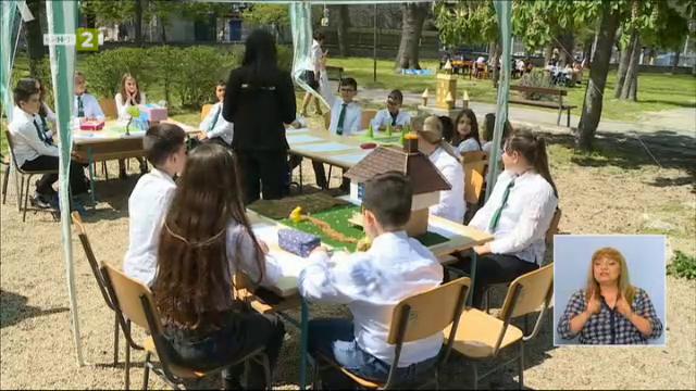 Уроци на двора - ученици и учители разказват за ефекта от този начин на обучение