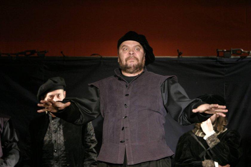"""Иван Петрушинов - един от основателите на Малък градски театър """"Зад канала"""""""