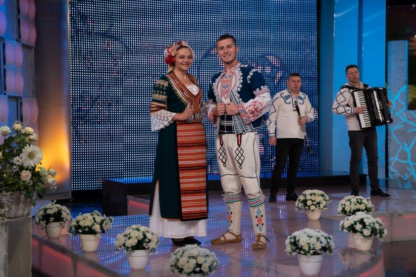 Граовската певица Сорина Богомилова и младият певец Антонио Симеонов