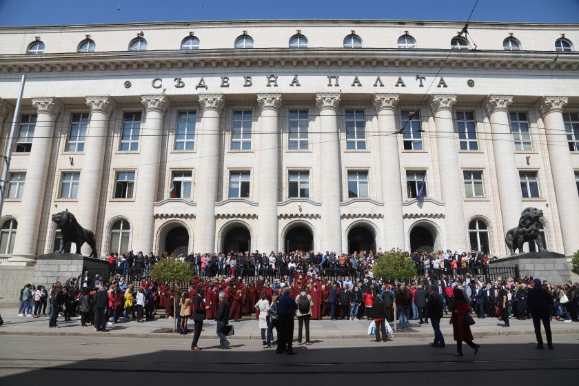 Prosecutors staged a silent protest against proposed closure of specialised courts and specialised Prosecutor's offices