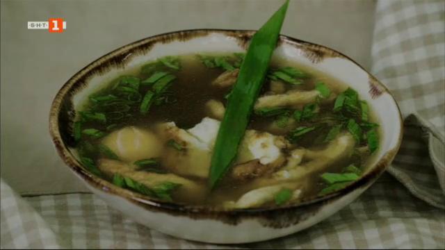 Супа с бульон и яйца и пролетни кюфтета с доматен сос