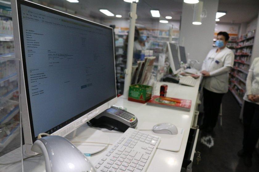 От днес влизат в сила електронните рецепти. Справят ли се пациентите, личните лекари и аптеките?