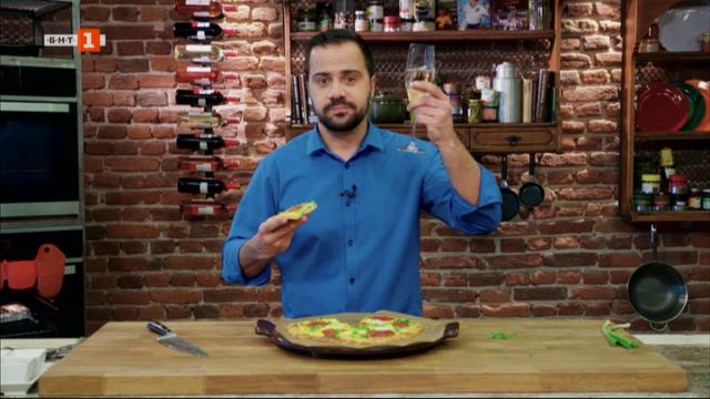 Кето пица с чоризо и пъдпъдъчи яйца и веган тарт с ягоди