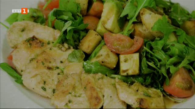 Салата с пиле, рукола и авокадо и тирамису чийзкейк