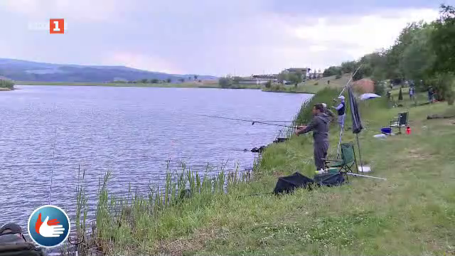 """Държавно първенство по спортен риболов за глухи край язовир """"Слаковци"""""""