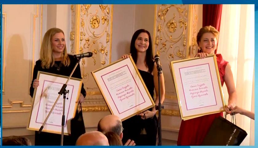 Жестовите преводачи на БНТ със специална награда