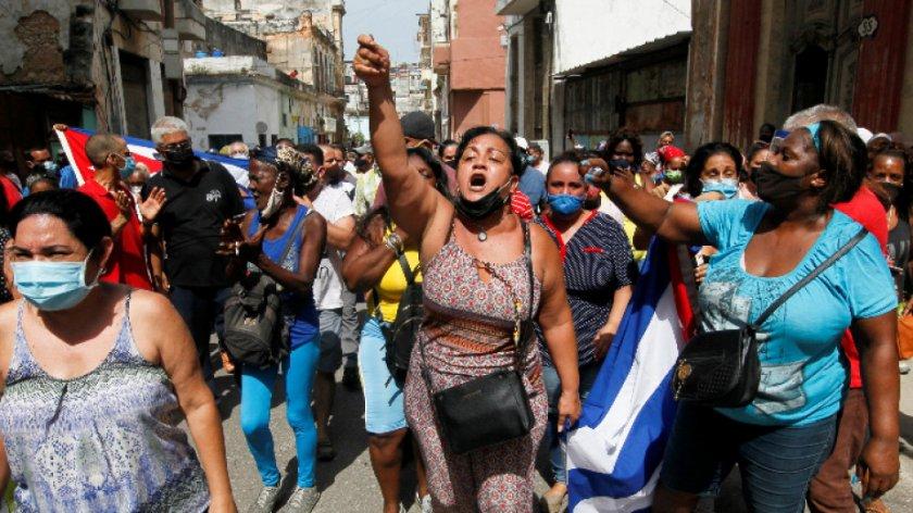 Кубинците излязоха на улицата. Ще разклатят ли протестите комунистическата власт?