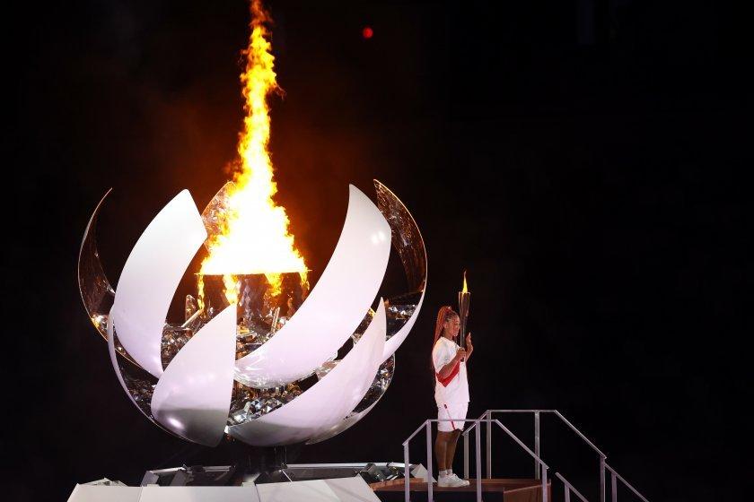 Олимпийският огън пламна на бляскава церемония в Токио