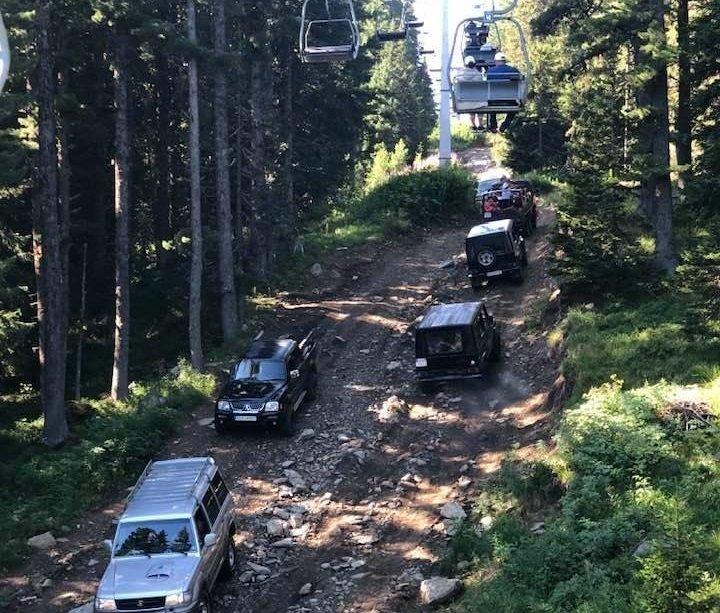 Въпреки забраната, преминават джипове по пътя към Рилските езера