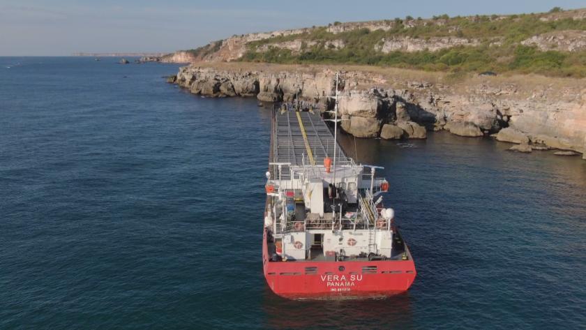 Освободиха ли заседналия кораб край Камен бряг?