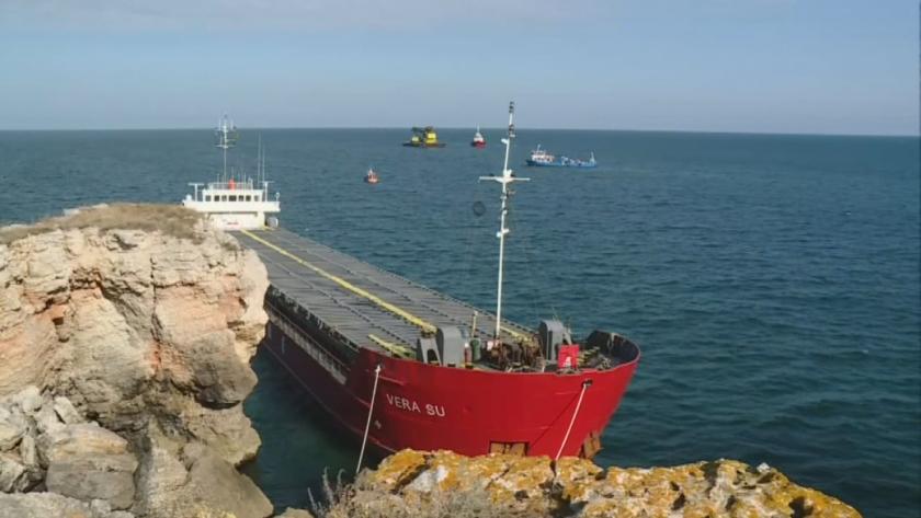 ''VERA SU'' gemisini kıyıdan çekme çalışmaları devam ediyor