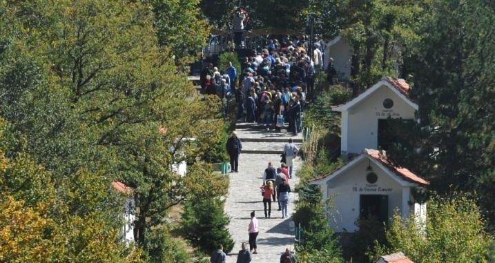 Хиляди вярващи от цялата страна ще пренощуват тази вечер в Кръстова гора