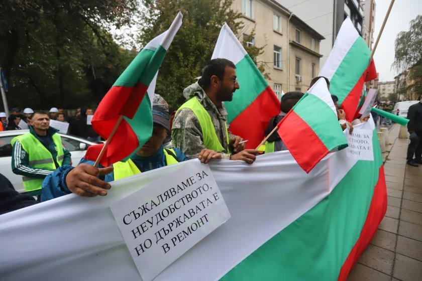 YOL İNŞAATÇILARI PROTESTOYA ÇIKTI