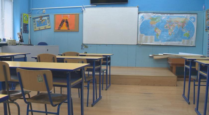 Как ще се върнат децата на училище? Гост - министърът на образованието Николай Денков