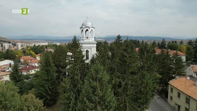 "Храмът ""Свето Благовещение"" в Разлог"
