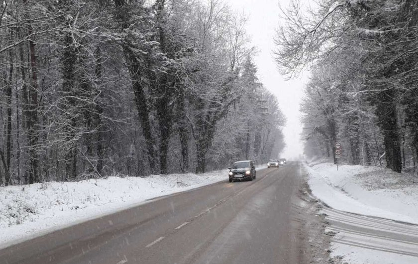 Troyan mountain pass is closed to traffic due to snow