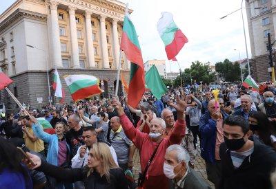 Политическите сценарии на фона на продължаващите протести