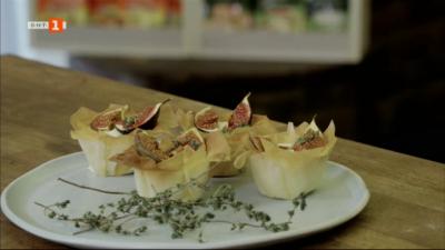 Паста с гъби, наденички и прясна чубрица, кошнички със смокини и крем със сирене бри