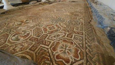 Маски с мотиви от античните мозайки на Малката и Епископската базилика