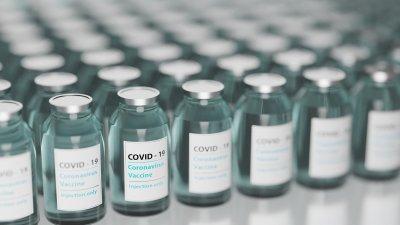 Ваксина или отрова? Защо вярваме повече на конспирации, отколкото на специалисти