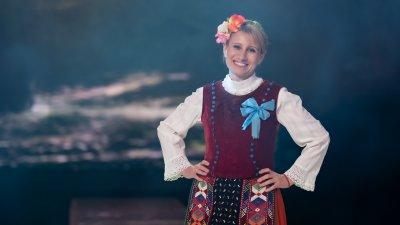 Младата добруджанска певица Галя Петрова-Киркова