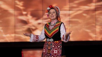 Младата и талантлива тракийска певица Дарина Славчева