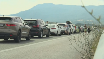 Long queues of cars at Kulata border crossing with Greece