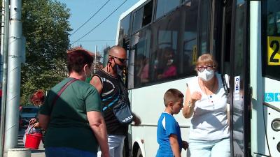 РЗИ проверява носят ли се маски в градския транспорт